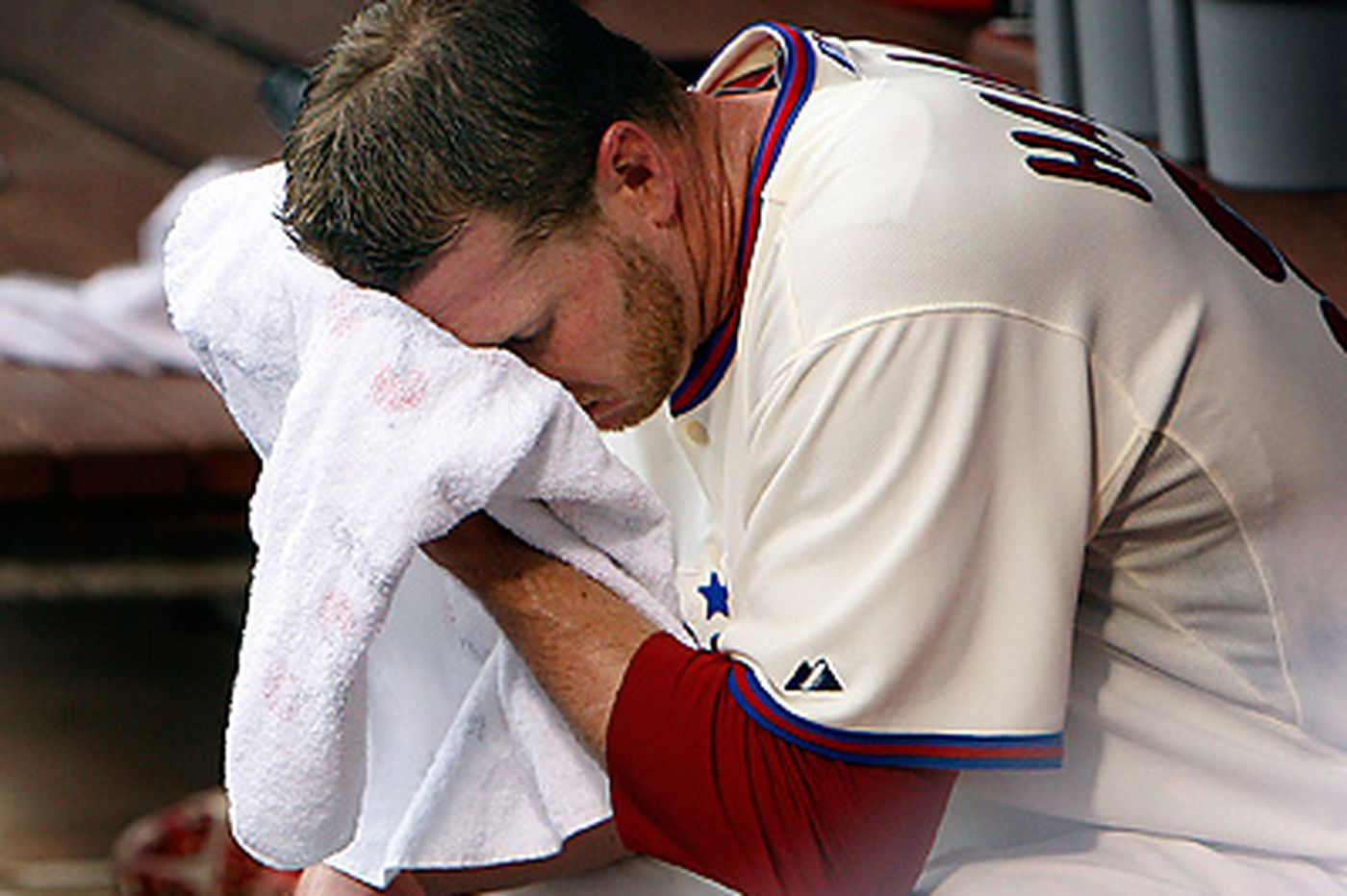 Halladay gets roughed up in Phils' loss