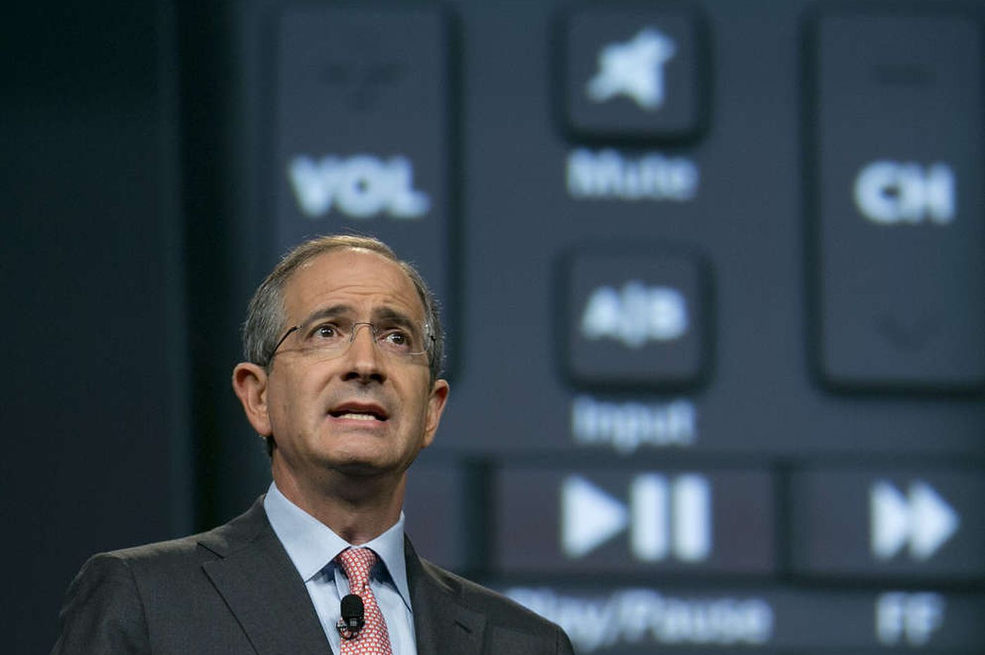 Comcast reverses trend, gains TV subscribers