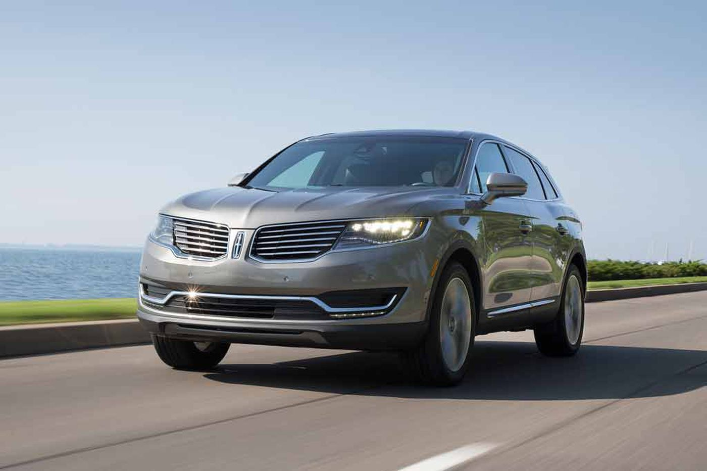 Lincoln ladles on luxuries with MKX