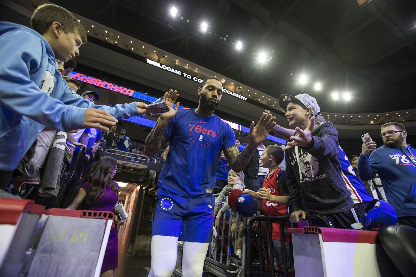 Mike Scott makes sure the Sixers know he wants to stay