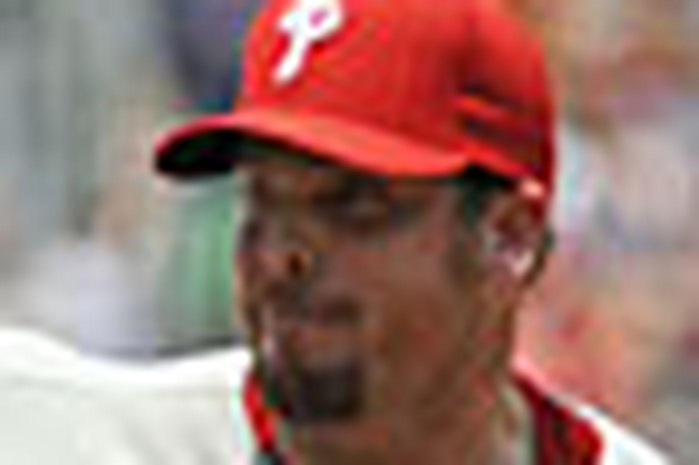 Howard helps Phillies sweep Braves