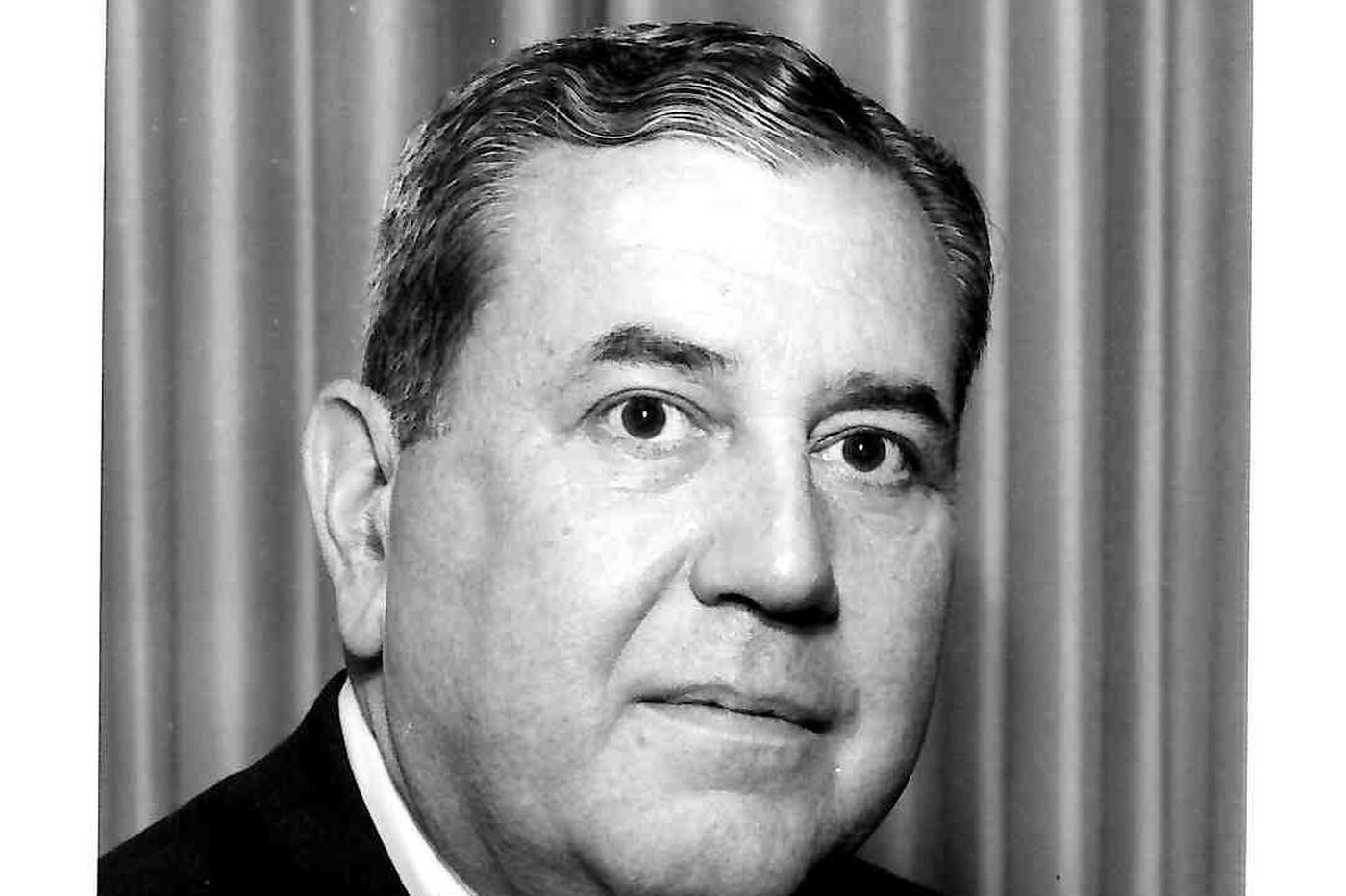 Edward L. Jones Jr., 82, former stockbroker who became chairman, CEO of AAA Mid-Atlantic