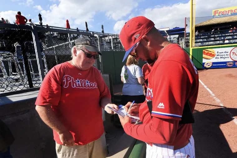 Phillies coach Pedro Guerrero signs autographs after the team's exhibition game against the University of Tampa last week.