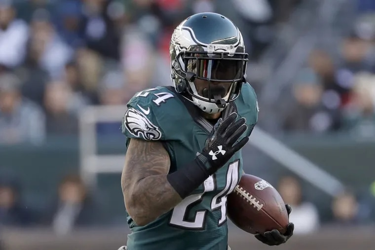Eagles' running back Ryan Mathews runs against the Atlanta Falcons. Mathews has a sprained medial collateral ligament in his right knee and has not practiced all week.