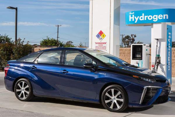 Auto review: With new Mirai, Toyota brings the fuel cell future into focus