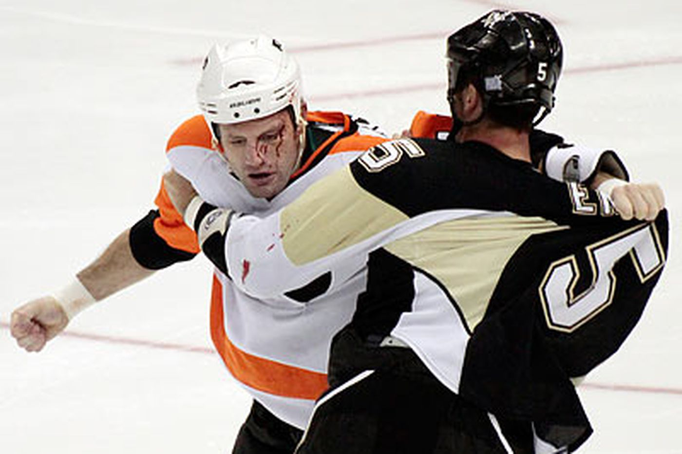 Flyers have no love for Pittsburgh in Super Bowl
