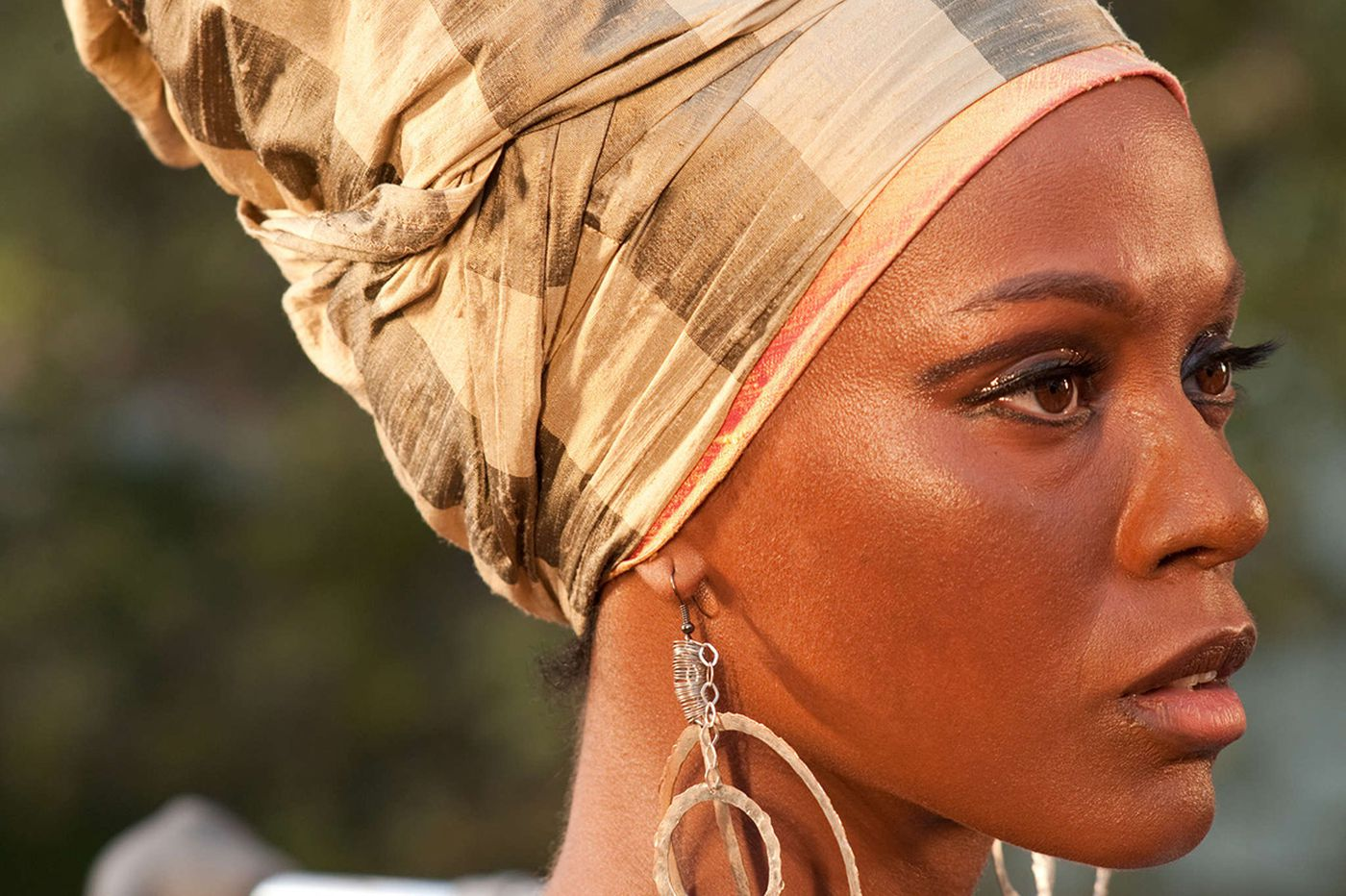 'Nina': The troubles with this listless biopic go beyond casting Saldana for the role
