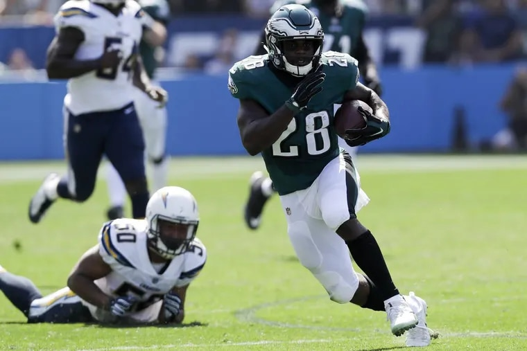 Running back Wendell Smallwood figures to see more action on Sunday than he's had in months. YONG KIM / Staff Photographer