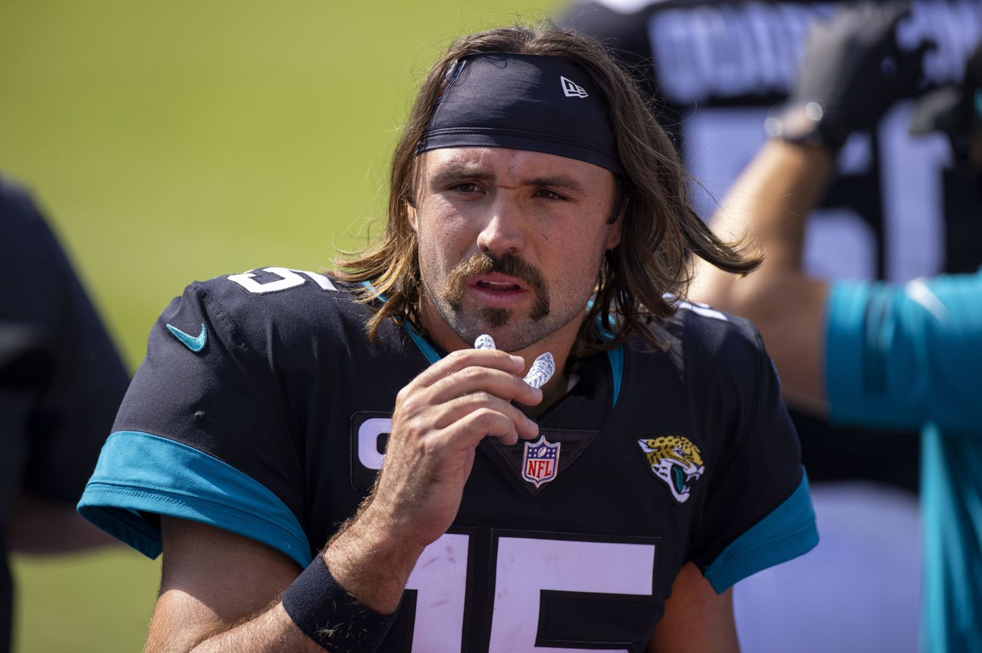 Predictions for Thursday's NFL game between the mustache and the beard | Vegas Vic