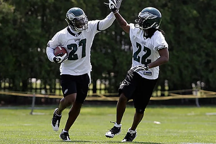It would be difficult to miss Asante Samuel (right) during an Eagles practice. (David Maialettti/Staff Photographer)