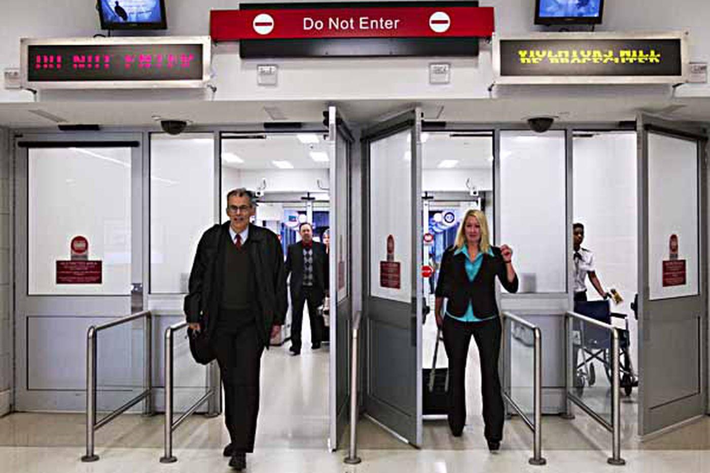 Airports sue TSA over who guards the exits