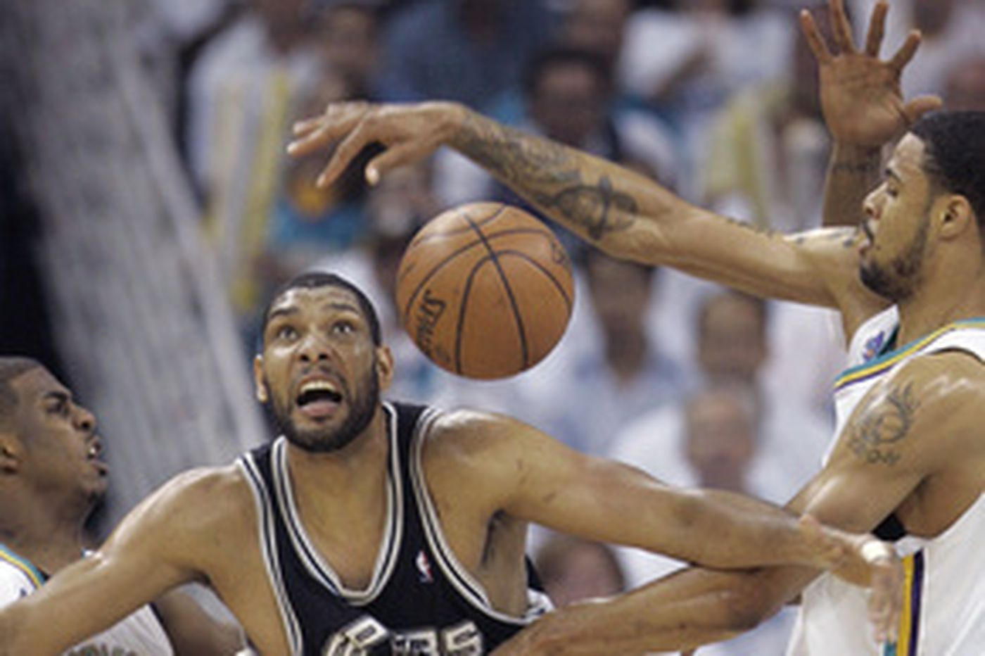 NBA: Spurs hold off comeback try and oust Hornets in Game 7