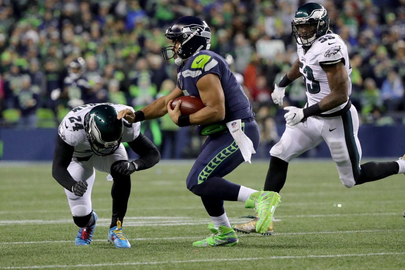Eagles' Carson Wentz can't match Seahawks' Russell Wilson as crucial turnover seals Eagles' fate