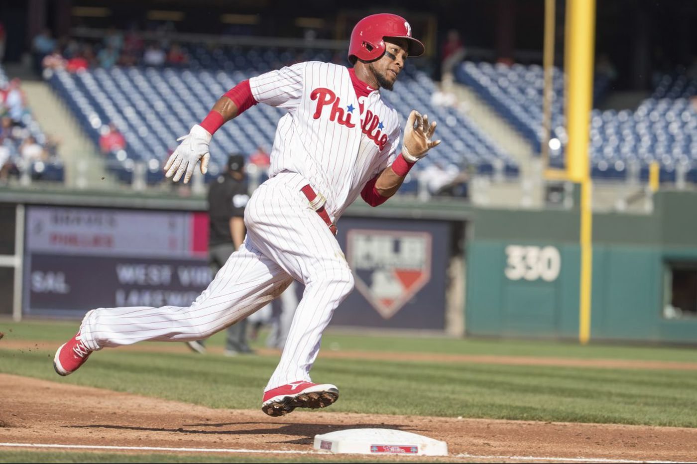 Pedro Florimon making most of chance with the Phillies