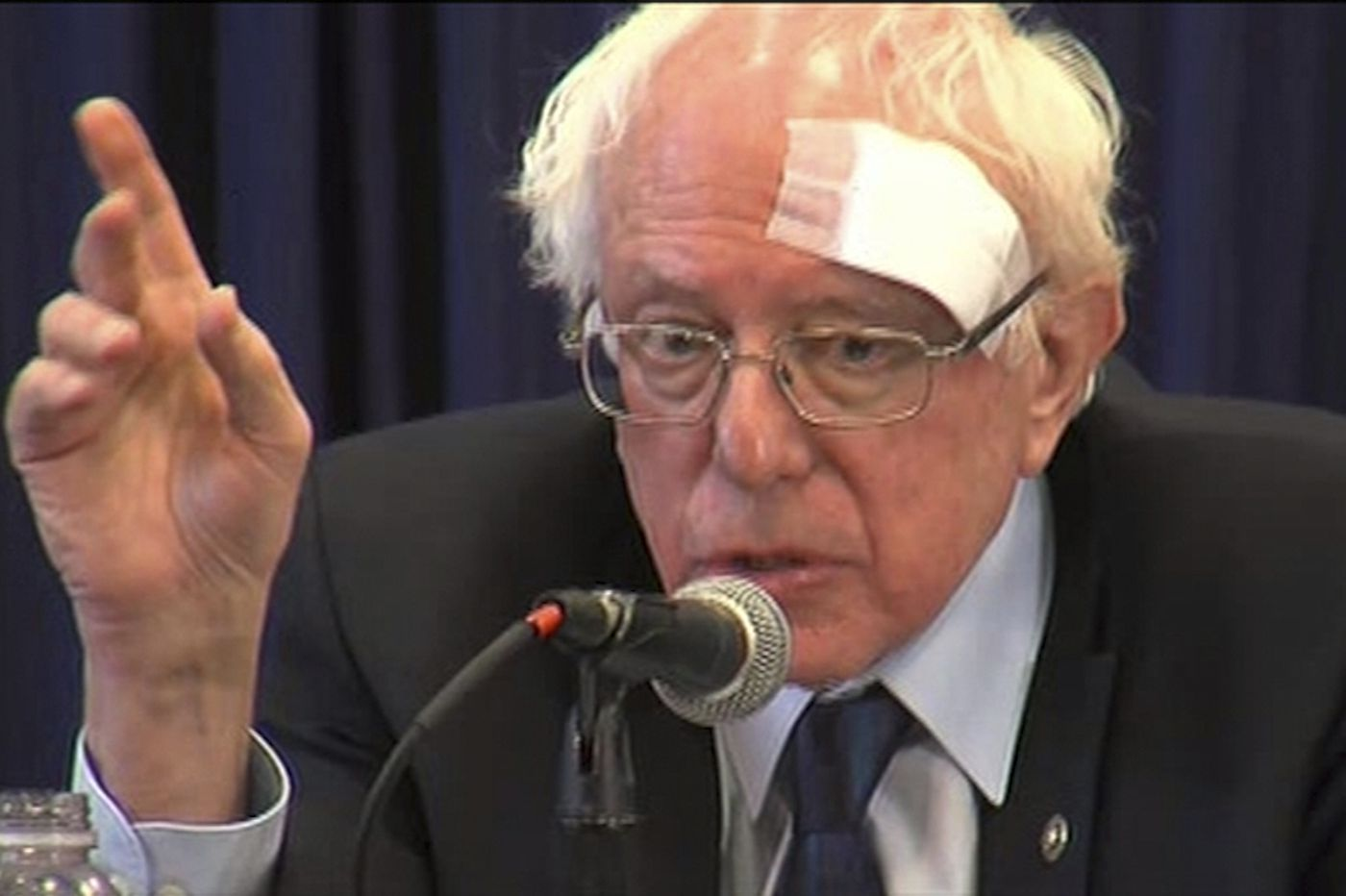 Sanders gets stitches after run-in with glass shower door