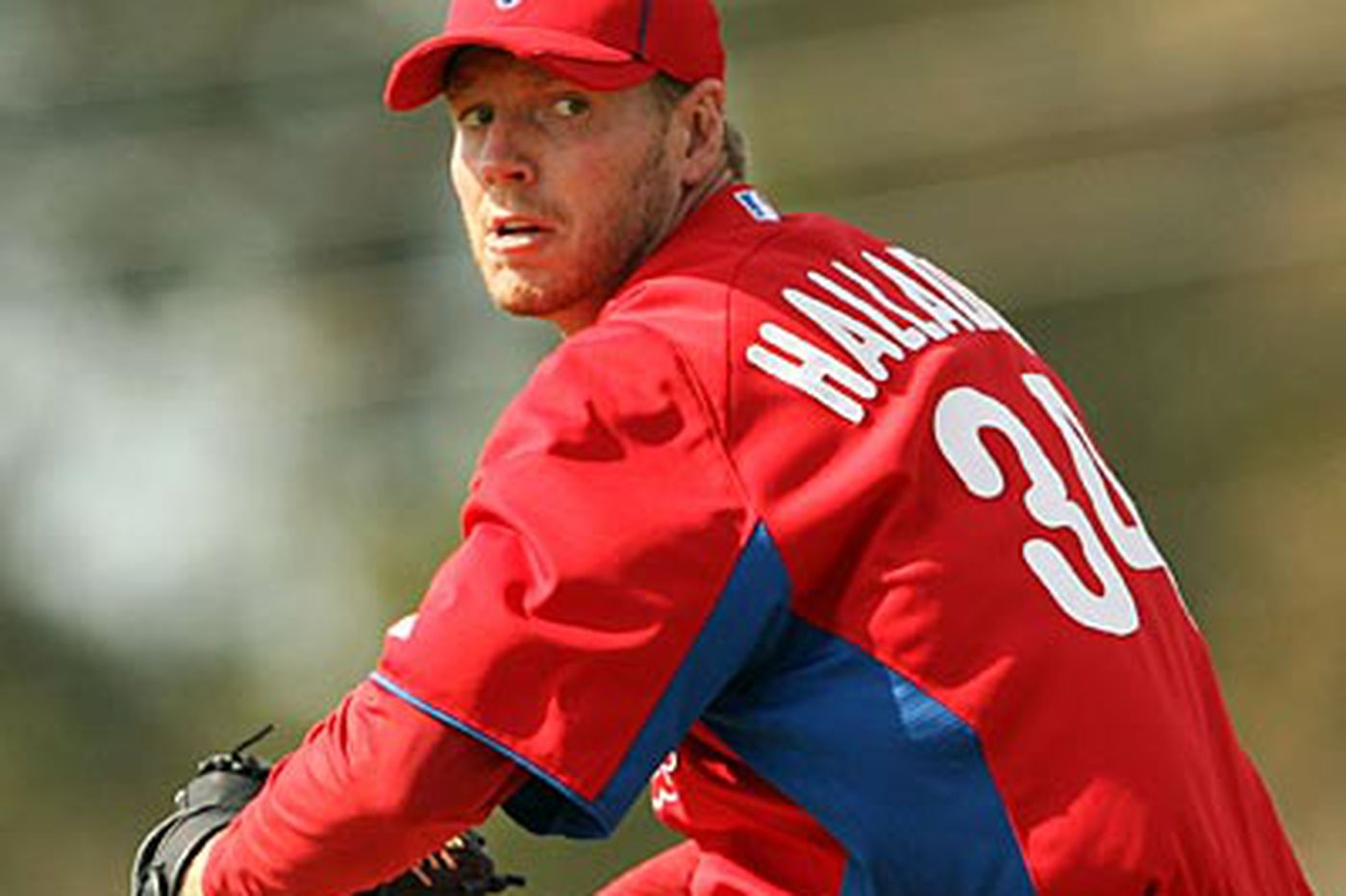 Halladay presents Ruiz with replica of Cy Young prize