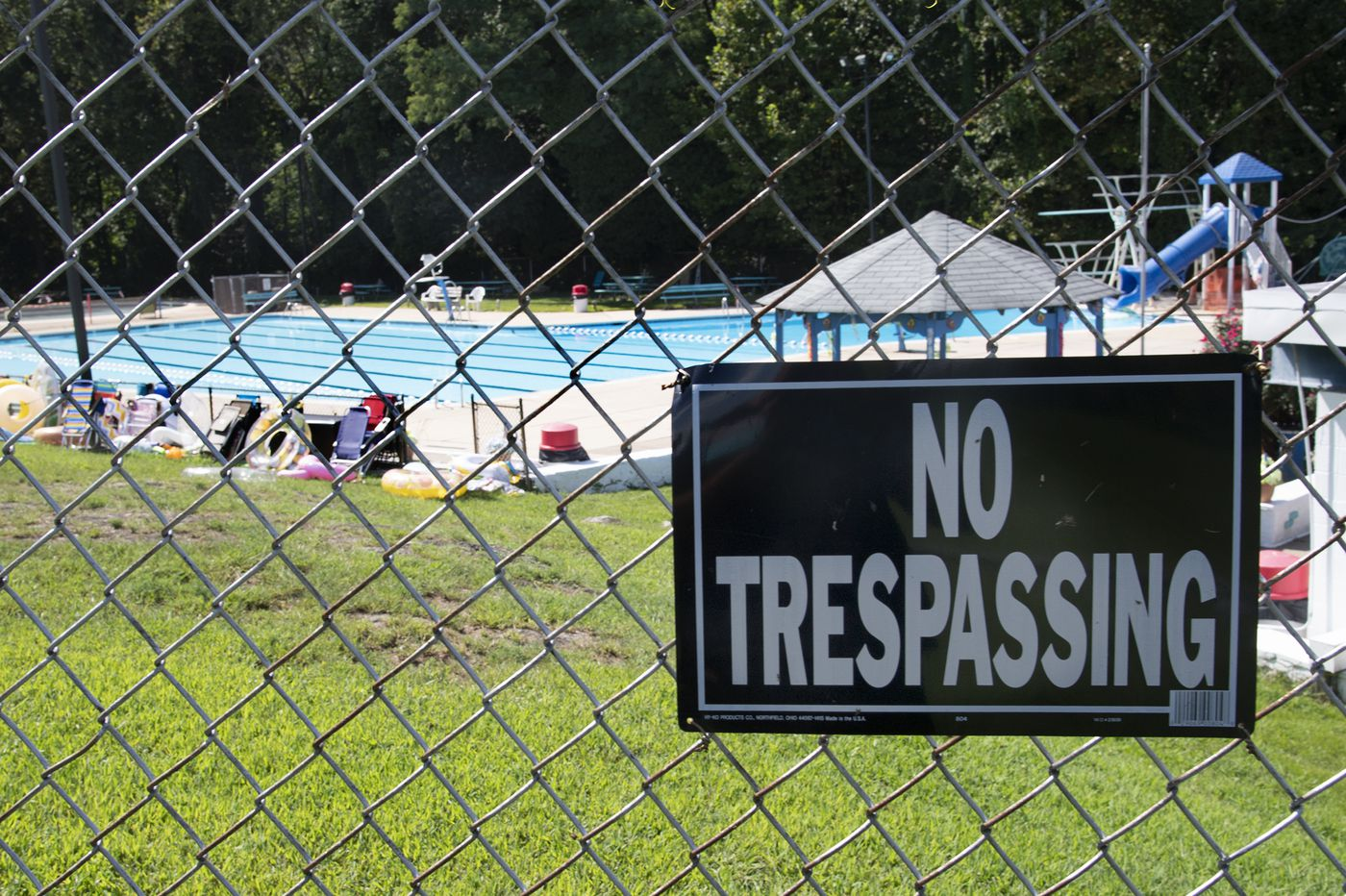 Boy dies after sneaking into Delaware County swimming pool overnight, police say