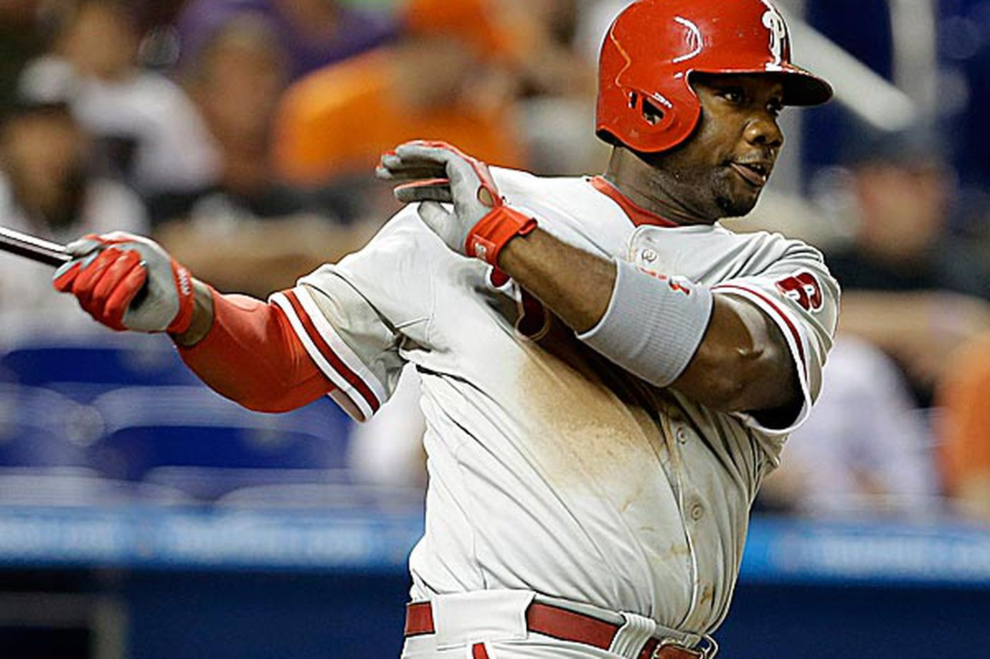 Feeling better after shot, Ryan Howard returns to lineup