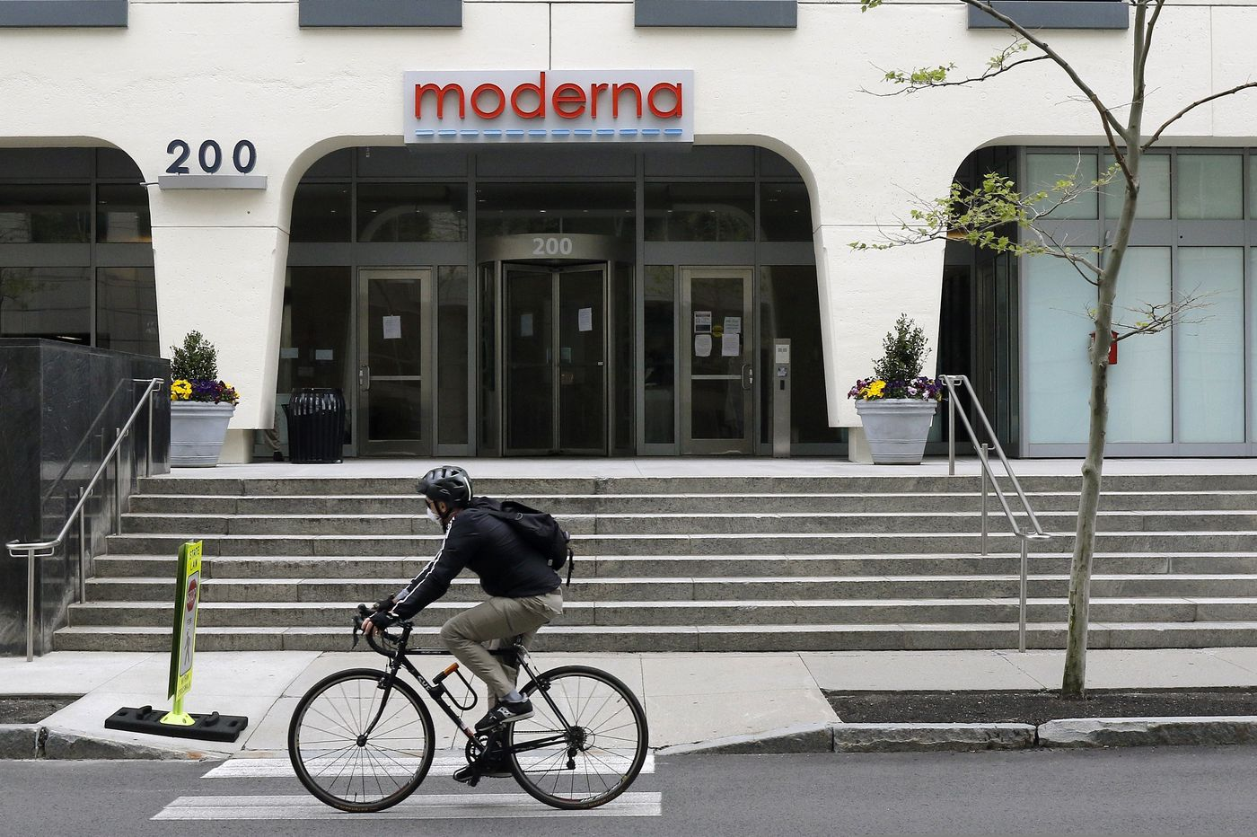 Moderna launches pivotal coronavirus vaccine trial; officials expect results by November