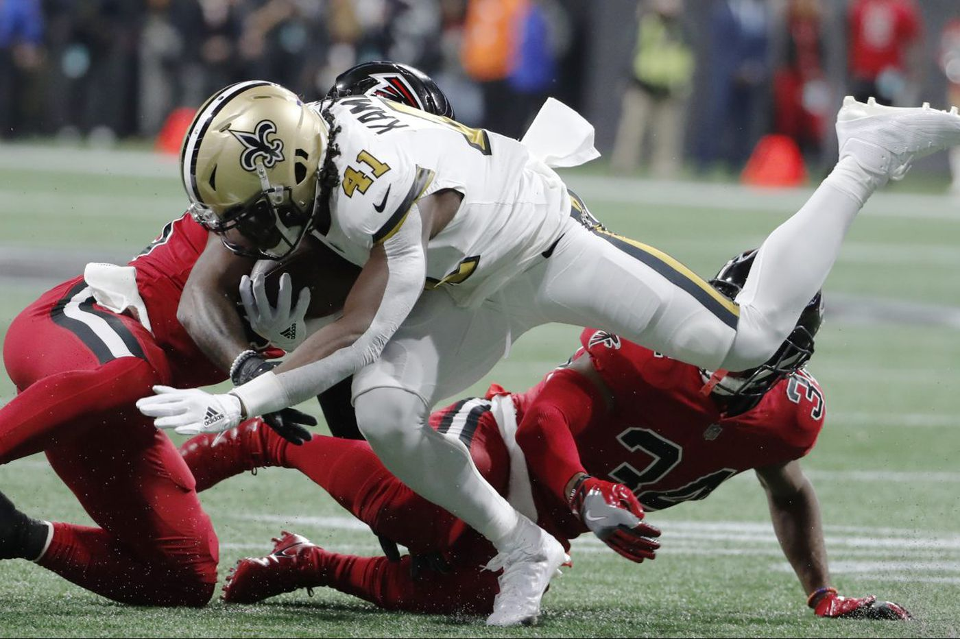 Falcons help out Eagles by beating Saints; Kamara hurt