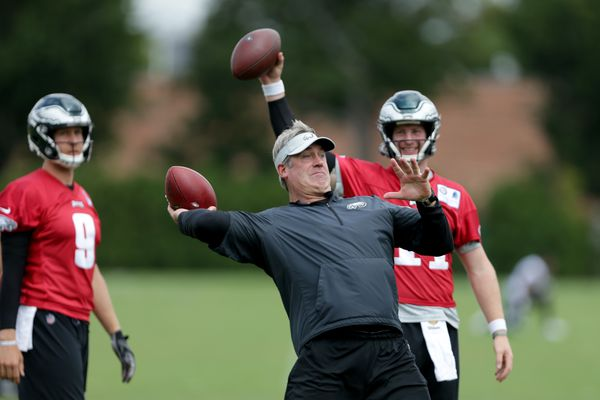 Doug Pederson acts peeved as Eagles' Carson Wentz time frame tightens