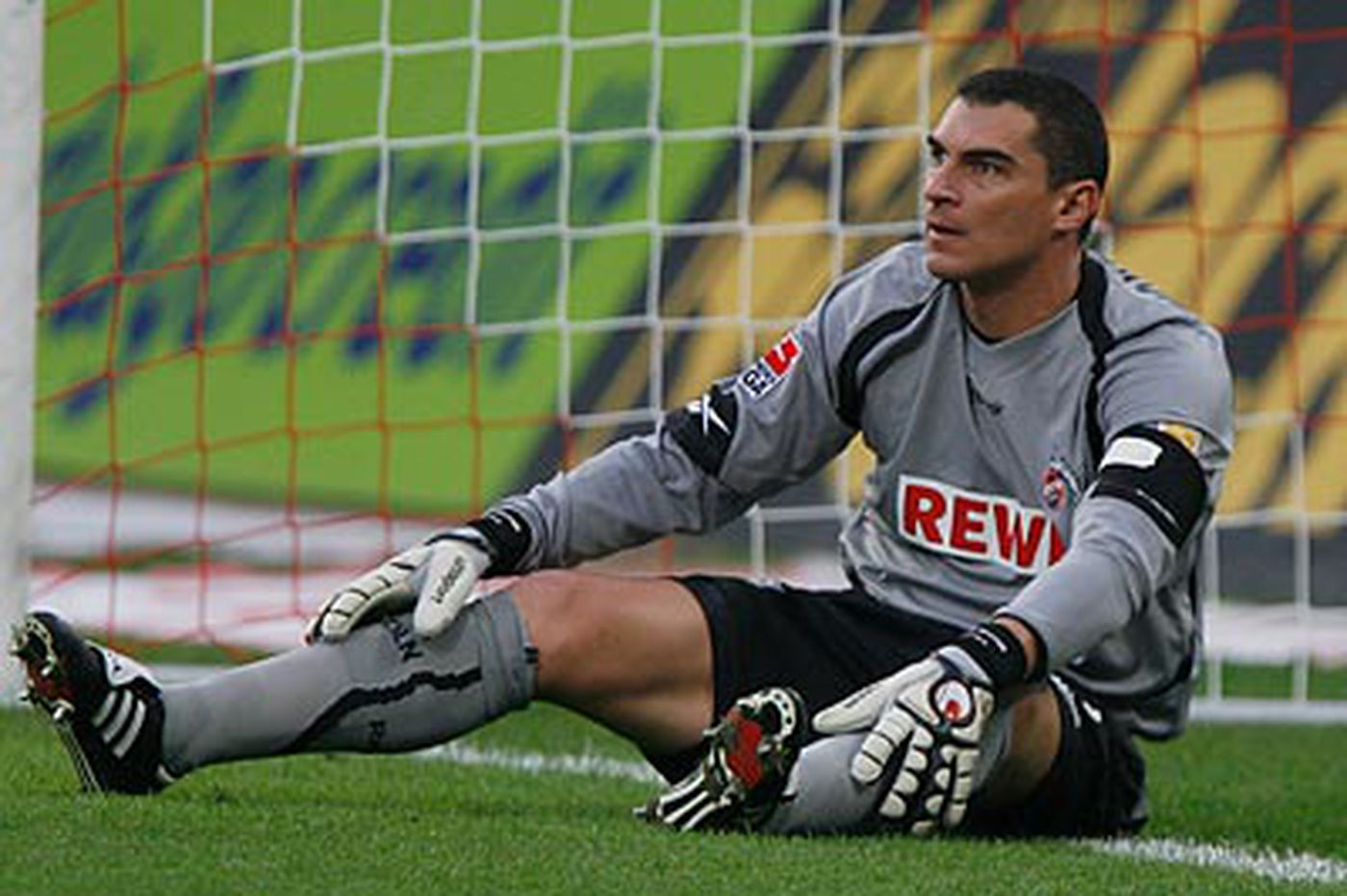 Source: goalie Mondragon set to join Union