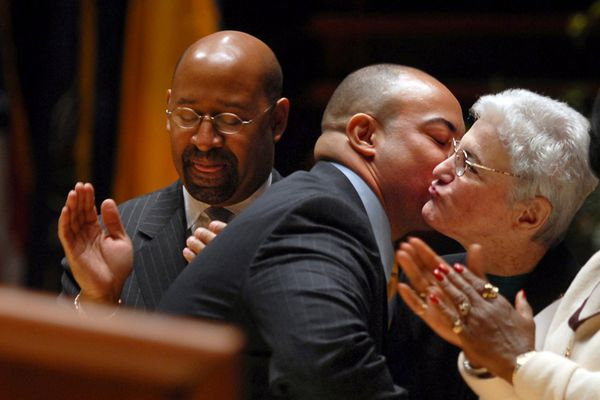Lynne Abraham sues to have DA Seth Williams removed from office
