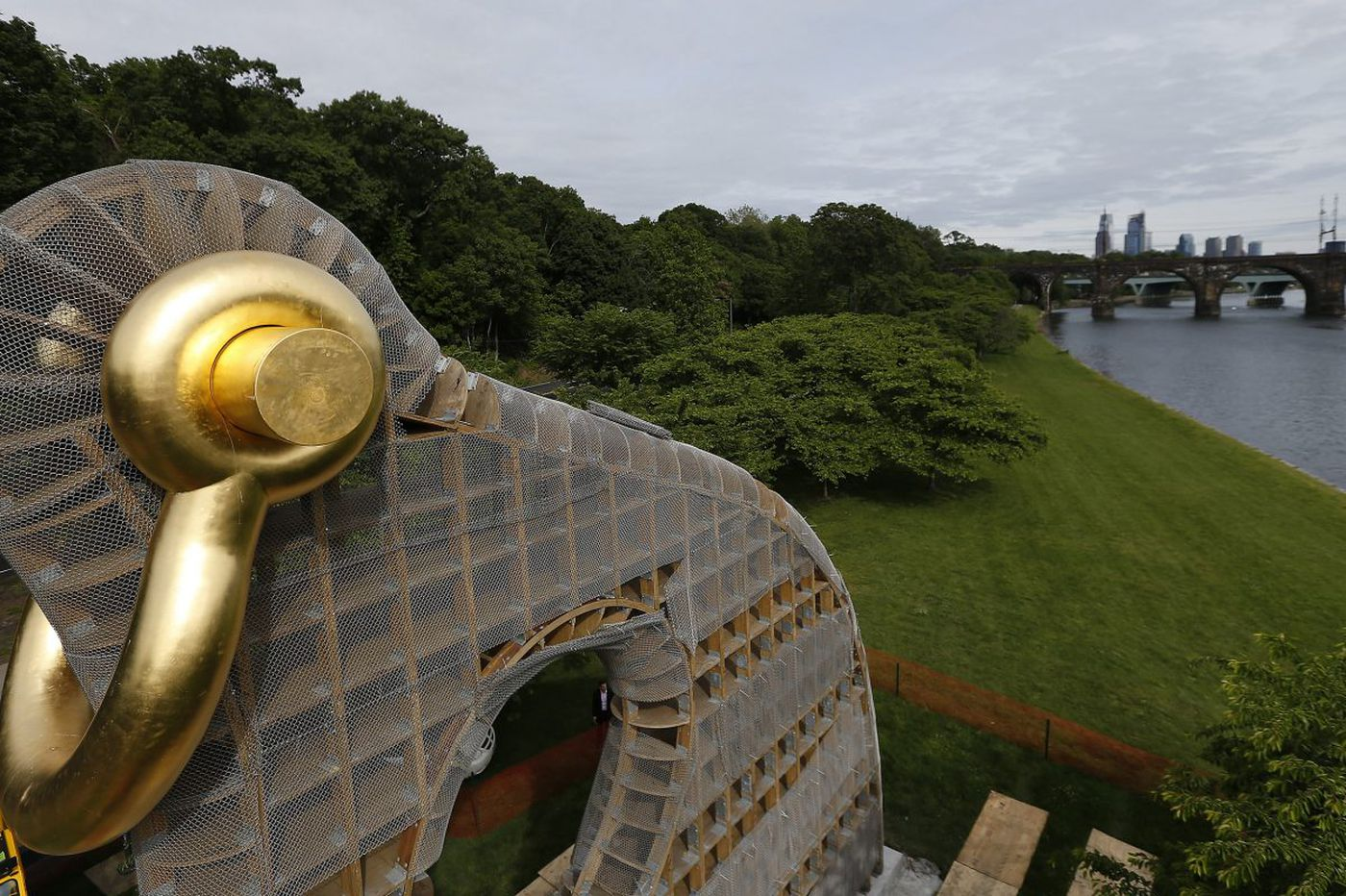 Ta-da! 40-foot 'Big Bling' sculpture on the Schuylkill now has its bling