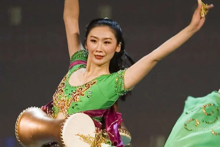 Shen Yun, with its 40 superb dancers and live orchestra, combines ballet, tumbling, postures.