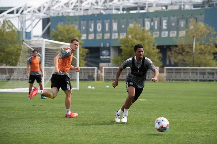 Union forward Matheus Davó, right, on the field at a recent practice session.