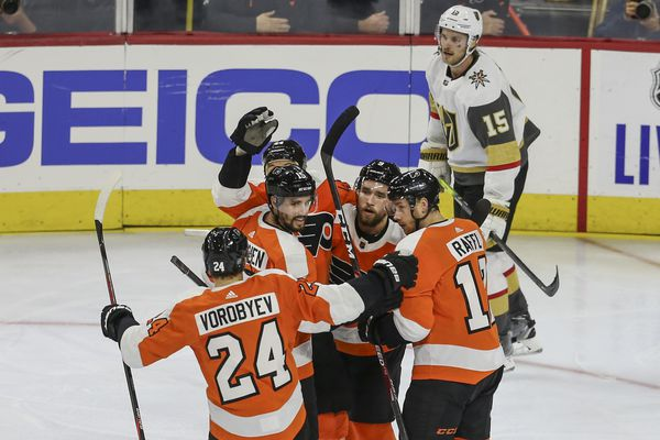 Second-period eruption carries Flyers to easy win over Vegas; Michael Raffl leads way
