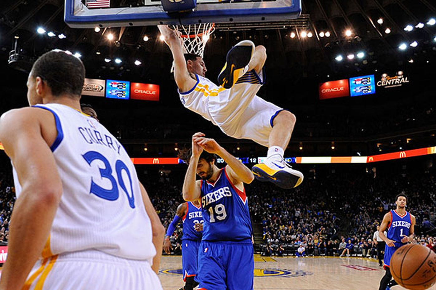Warriors cash in on turnovers and thrash Sixers