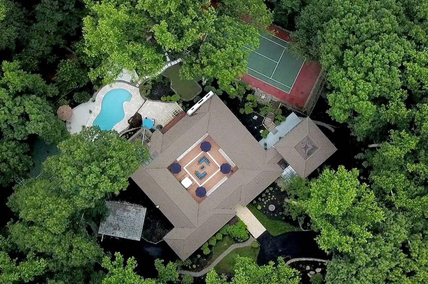 Wild Parties At Muhammad Ali S Former N J Mansion Turned Airbnb Are Irritating The Neighbors