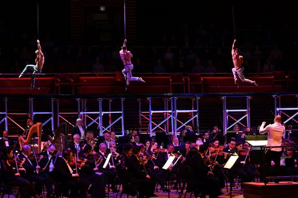 Brian Sanders' JUNK's aerial 'Romeo and Juliet' feels surprisingly in sync with the Philadelphia Orchestra