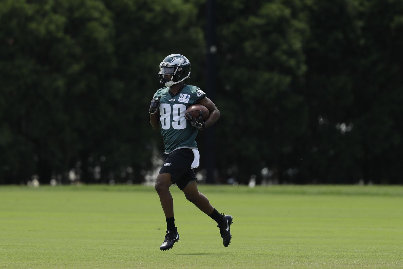 Scary moment for Eagles receiver Greg Ward, but he seems to be OK