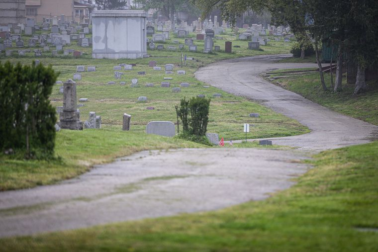Man accused of shooting a Warlocks prospect and dragging his body into a cemetery crypt is held for trial