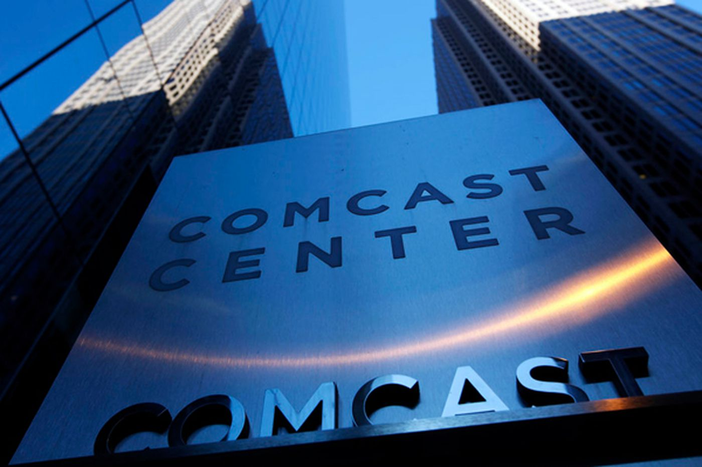 Comcast maneuvers to smooth way for deal