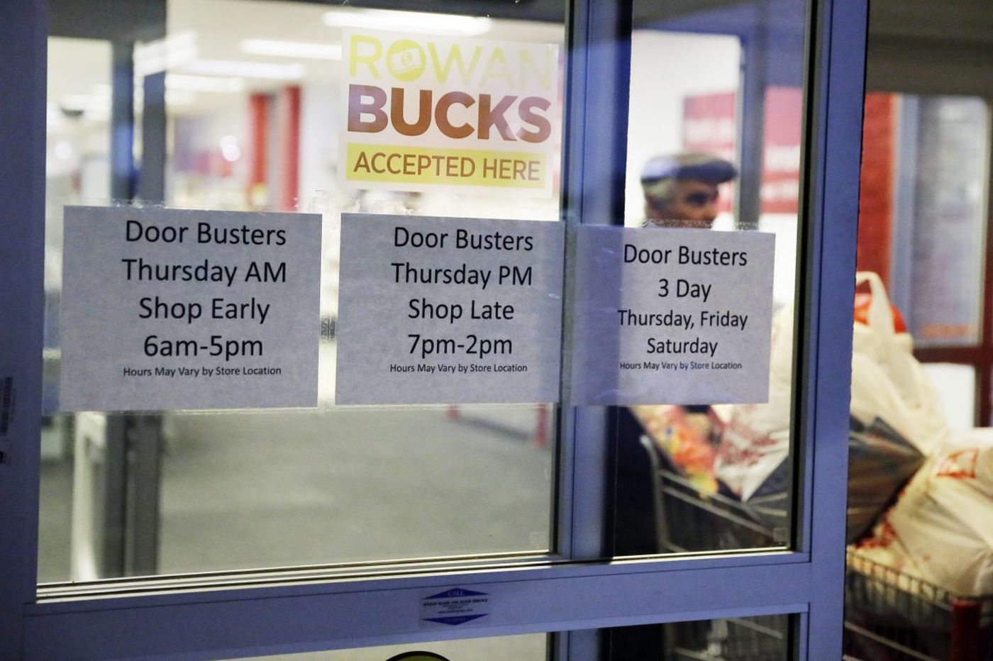 More stores will close on Thanksgiving, bucking recent trend