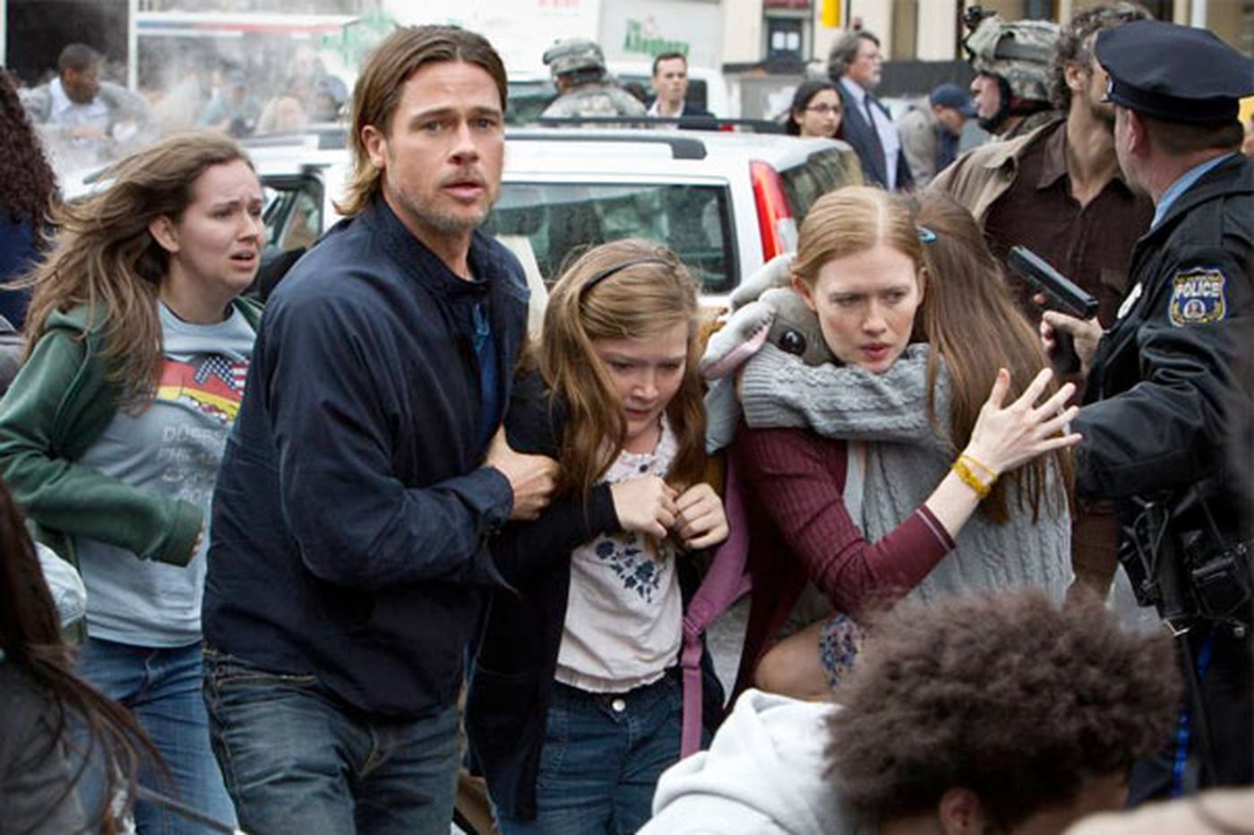 'World War Z': Pitt flees Philly to fight zombies