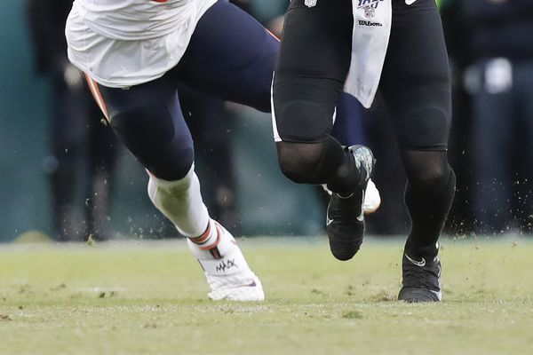 Eagles' Andre Dillard, offensive line contain Bears' Khalil Mack in win | Early Birds