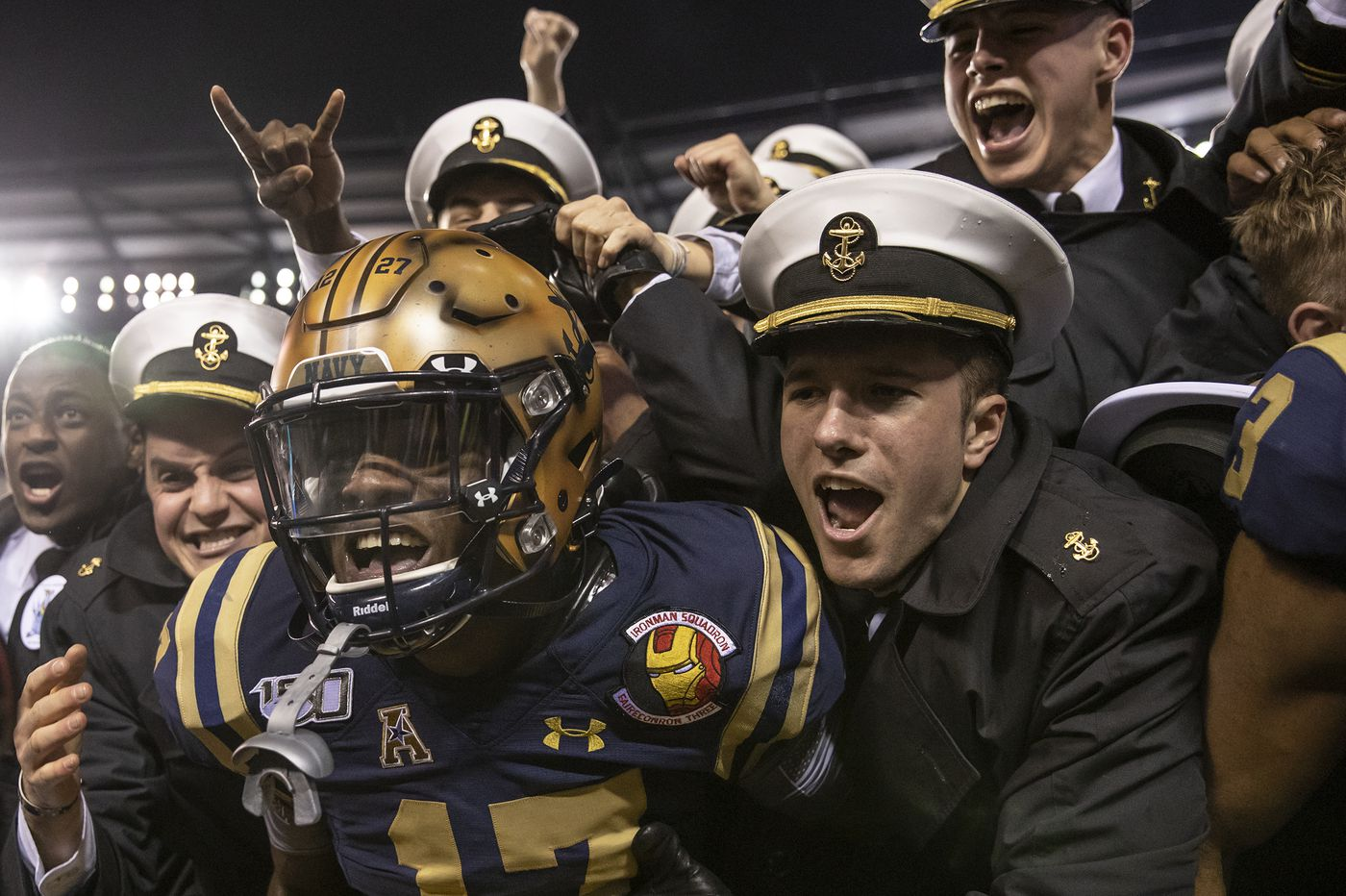 Malcolm Perry's record-setting 304-yard rushing day sparks Navy to 31-7 win over Army