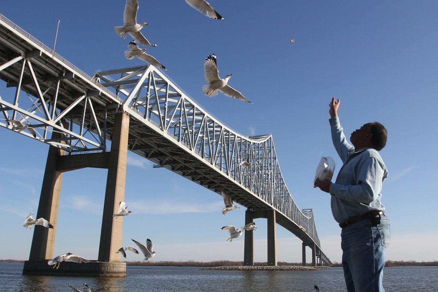 Commodore Barry Bridge will receive $100 million paint job