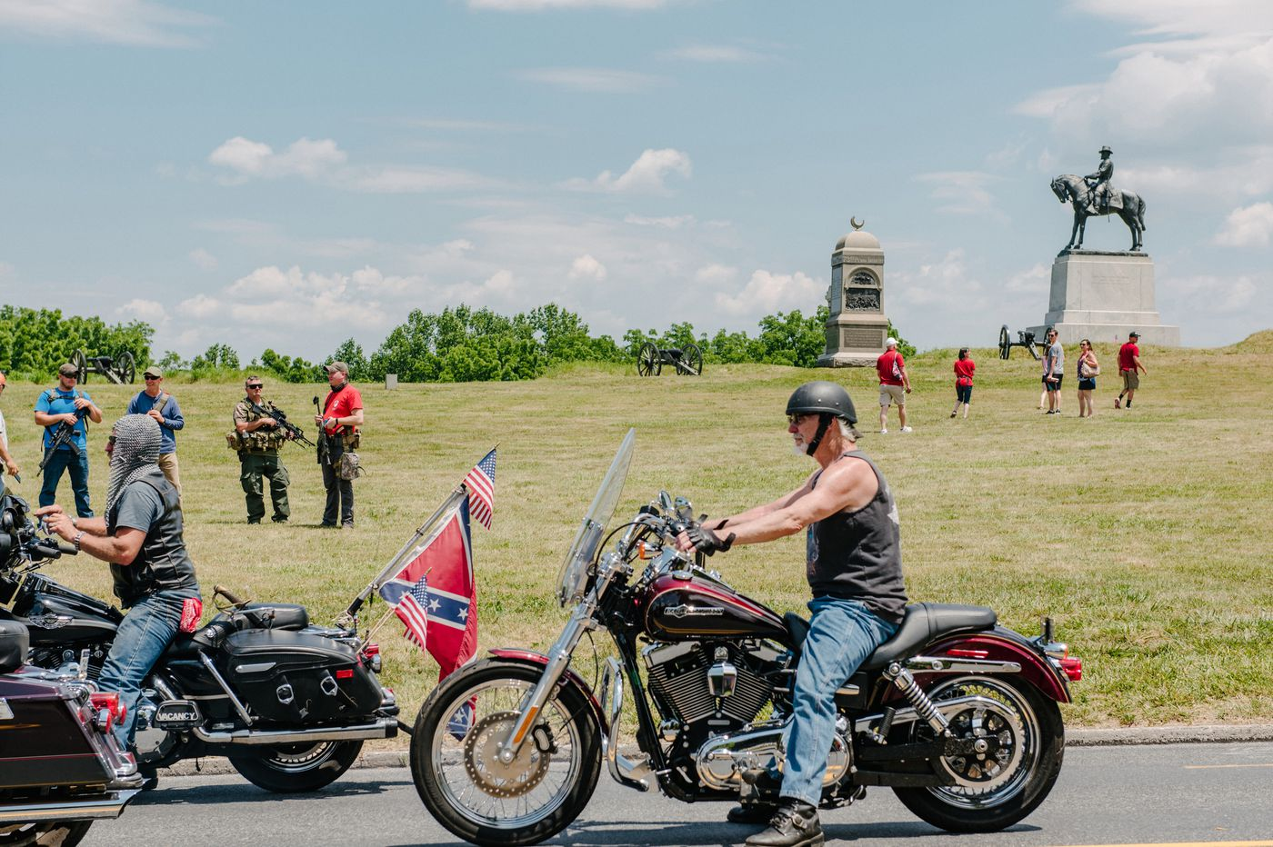 Armed militias and far-right groups flock to Gettysburg to foil supposed flag burning