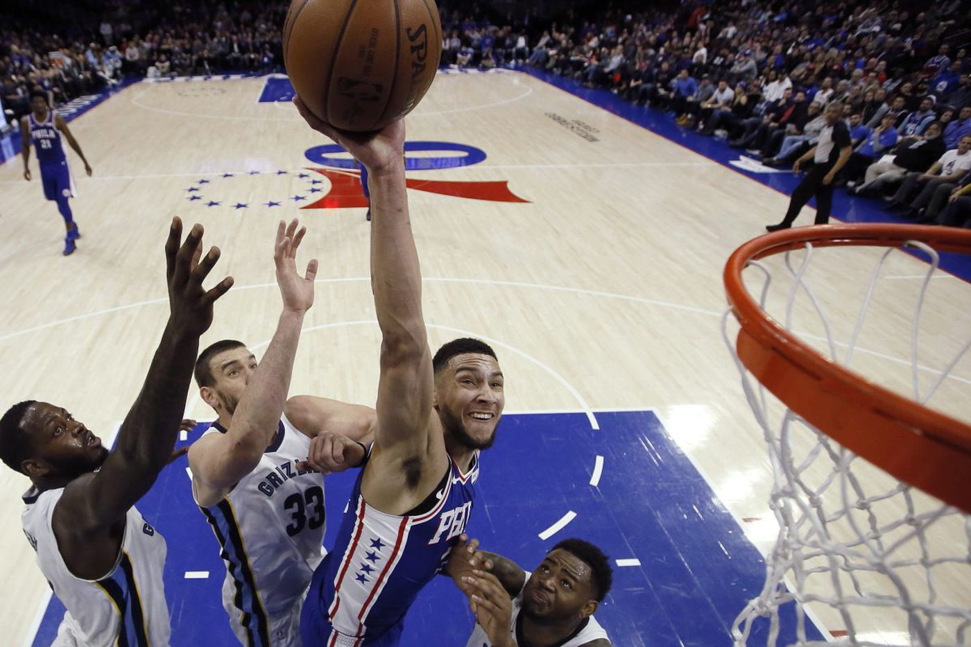 Sixers post wire-to-wire rout of Grizzlies, 119-105