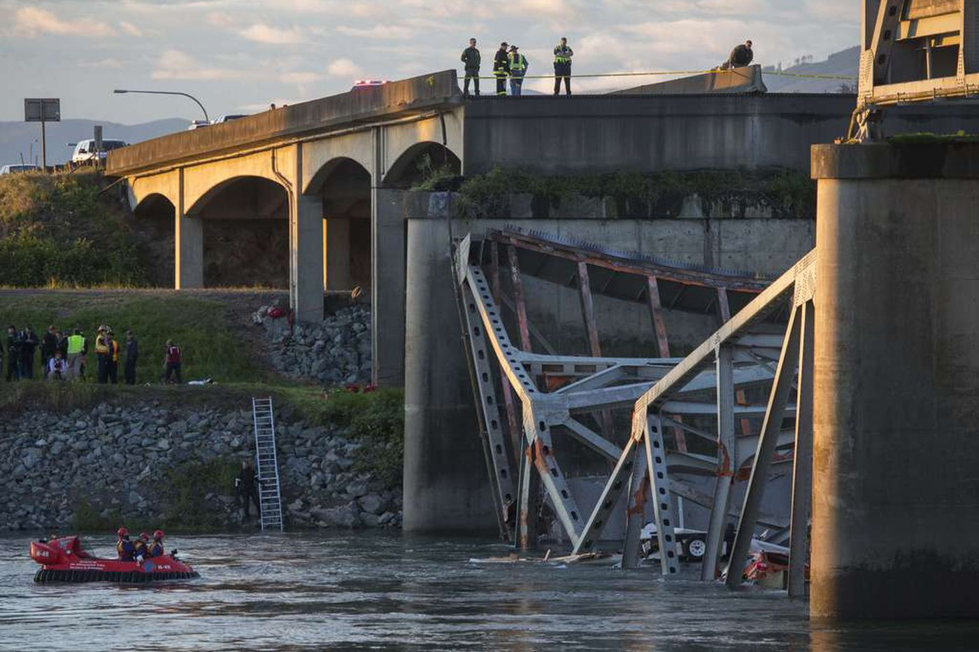 Wash. looks to replace bridge that collapsed