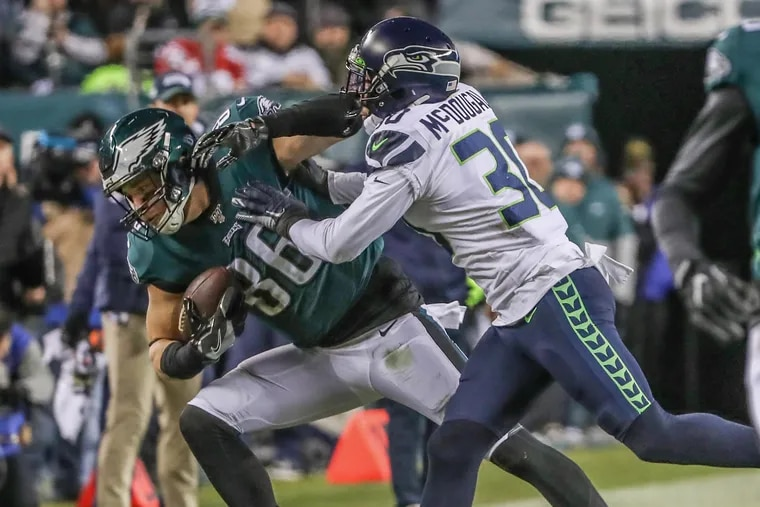 A rapid recovery allowed Eagles tight end Zach Ertz (left) to be cleared to play in time for Sunday's playoff game against the Seahawks.