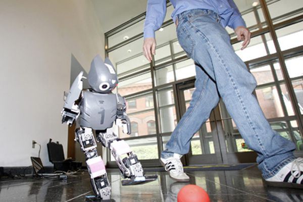 Tech Life: Shooting hoops at the 'bot expo