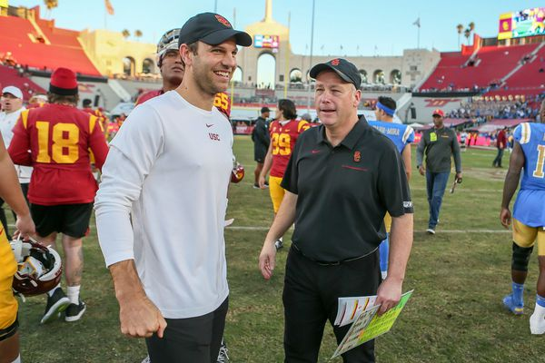 Eagles offensive-coordinator candidate Graham Harrell is staying at Southern Cal, report says