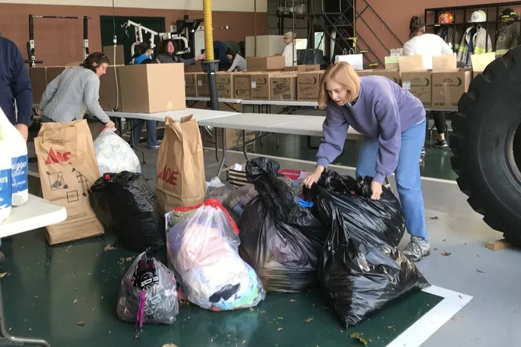 Darlene Short, right, volunteered Sunday at a donation drive organized by the Good Will Fire Co. in West Chester for victims displaced by the Barclay Friends nursing home fire Thursday.