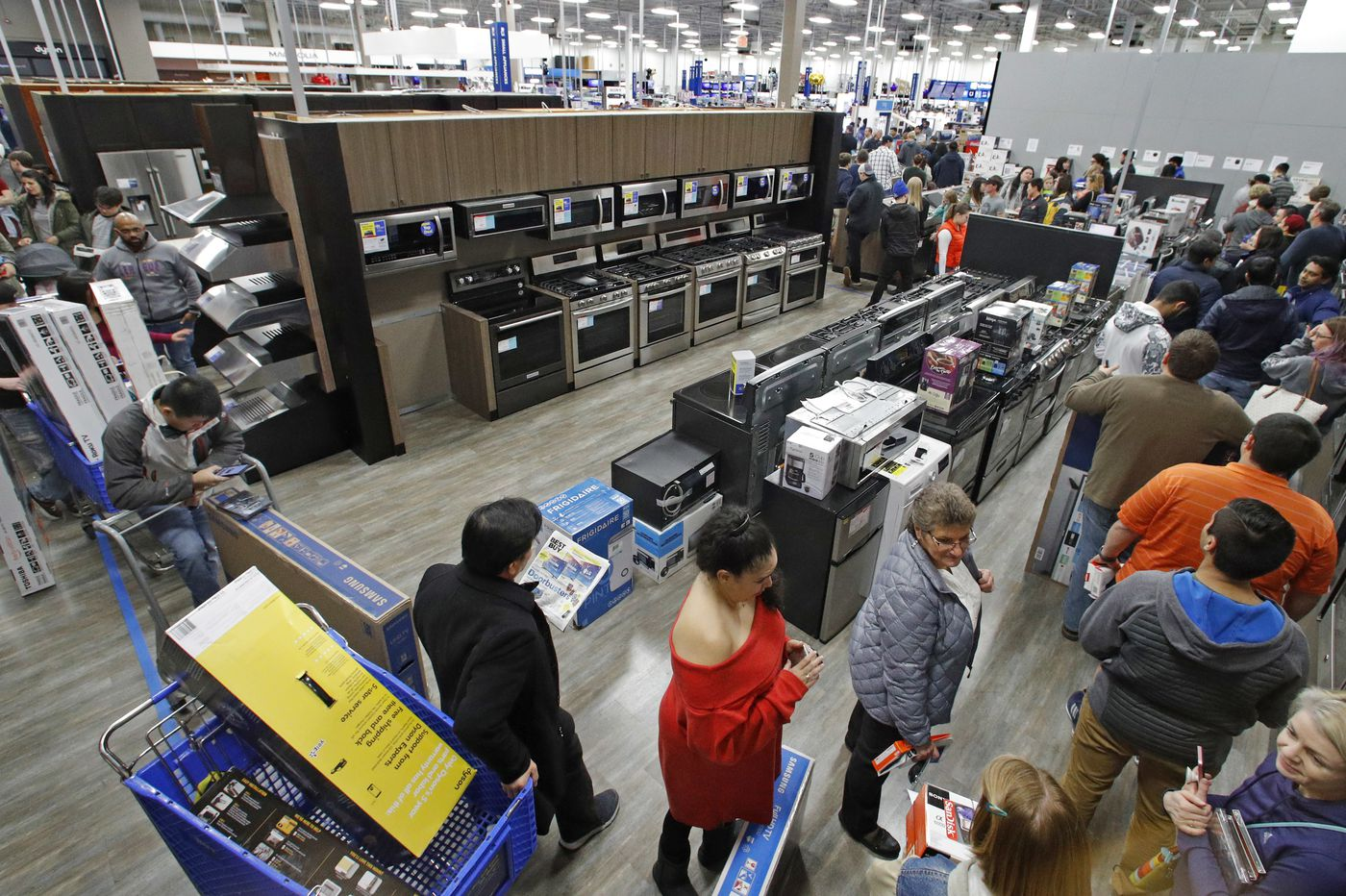 US consumer spending up strong 0.6 percent in October